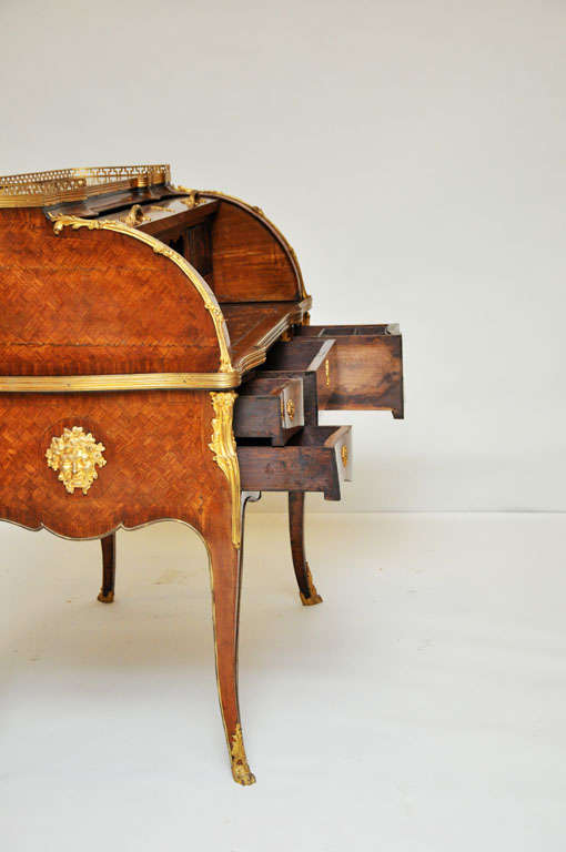 18th Century French Transitional Cylinder Desk / Writing Table For Sale 1