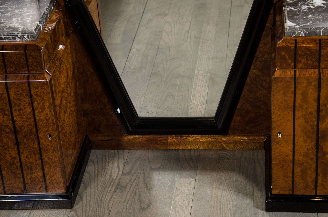 Stunning Art Deco Floor-Standing Vanity/Dressing Mirror in Burled Elm and Marble In Excellent Condition For Sale In New York, NY