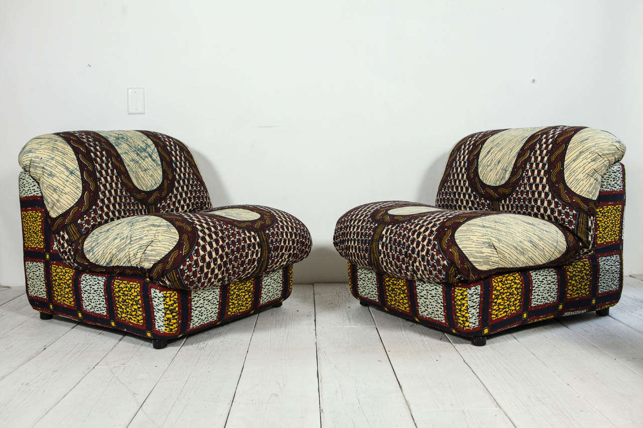 Italian Lounge Chairs In Graphic African Fabric At 1stdibs