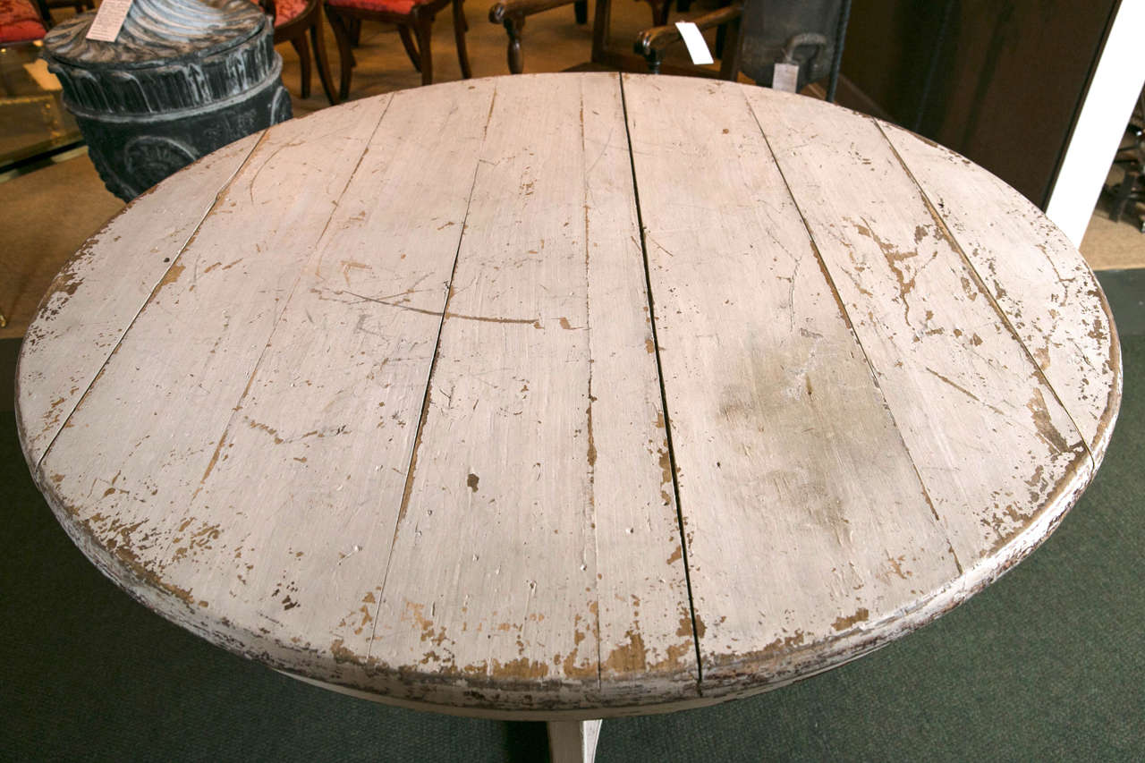 Gustavian Centre Table In Good Condition For Sale In Stamford, CT
