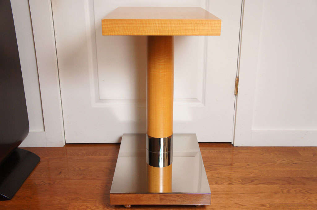 Sycamore Veneer Rolling Nightstand In Good Condition For Sale In Hudson, NY