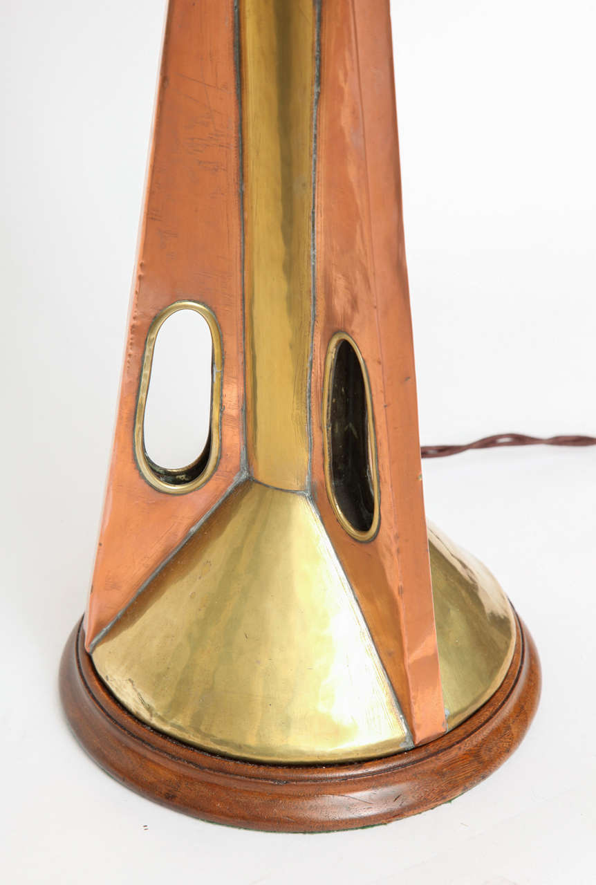 1960s Modernist Brass and Wood Table Lamp In Excellent Condition For Sale In New York, NY