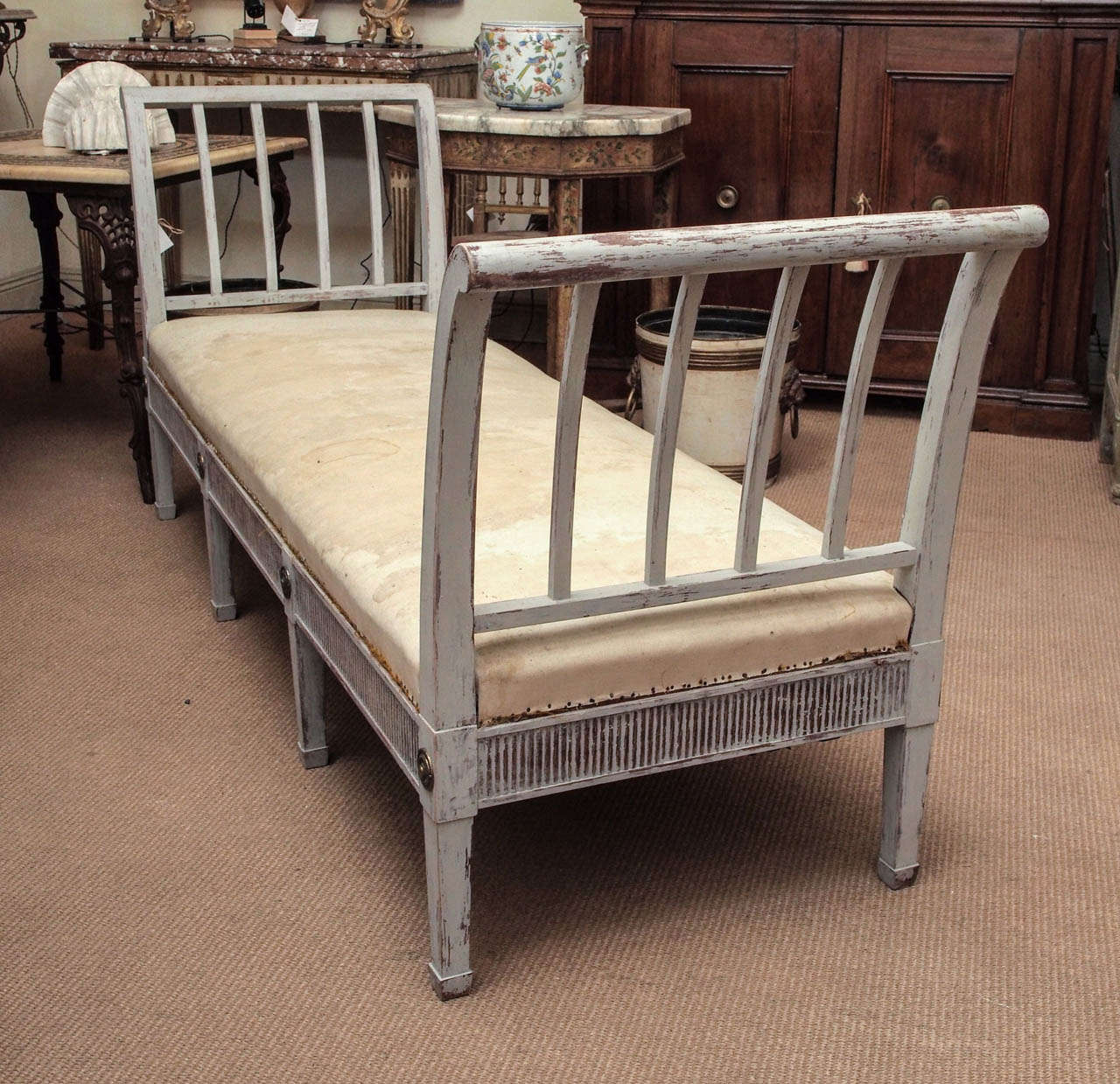 Early 20th Century Gustavian Style Painted Daybed For Sale 3