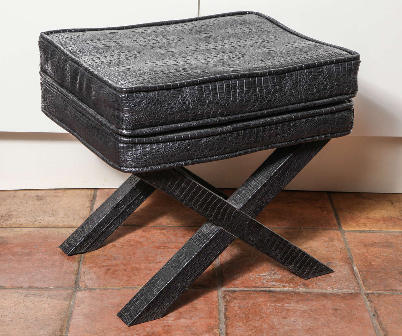 The modern X ottoman is comfortable and stylish. Great accent piece. English look and Classic masculine style.