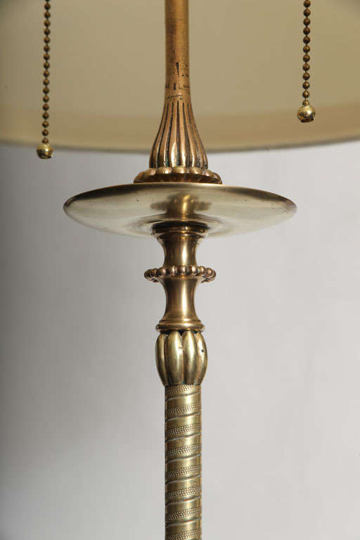 20th Century Elegant Art Deco Polished Brass and Onyx Floor Lamp For Sale