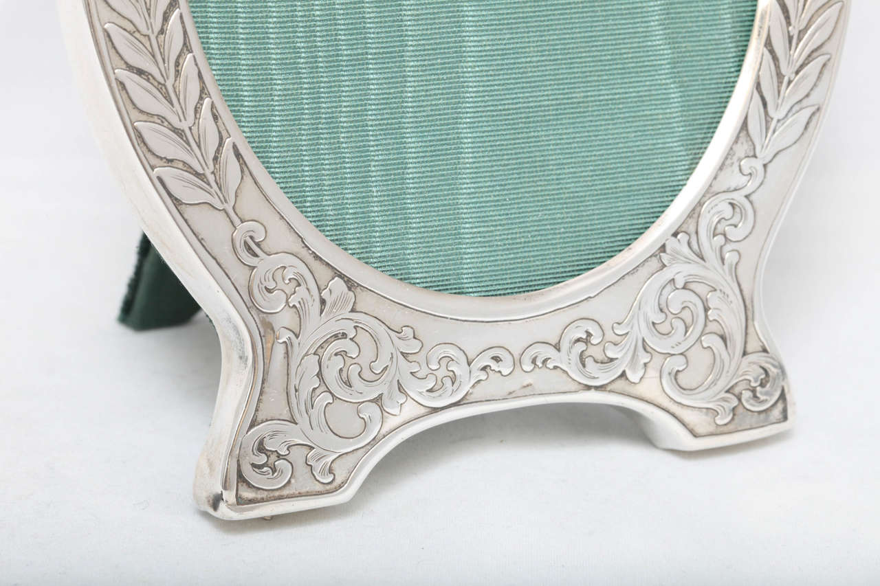 "Victorian Sterling Silver ""Acid-Etched"" Footed Picture Frame In Excellent Condition For Sale In New York, NY"