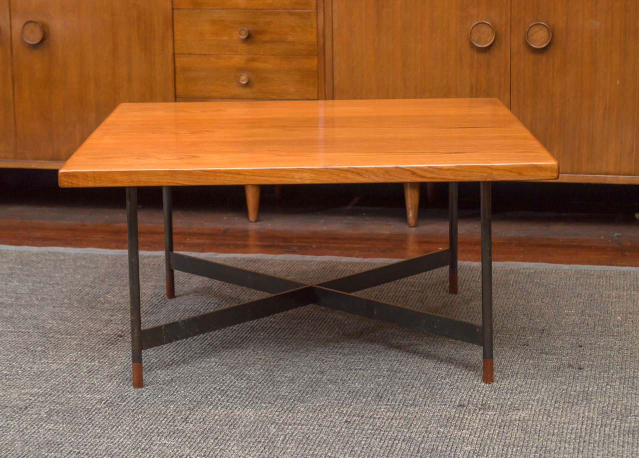 Finn Juhl design FJ 57 coffee table for Niels Vodder, Denmark. Top made from highly figured teak wood supported by a flat blue steel X-base frame on turned teak wood feet. Stamped Niels Vodder cabinet maker.