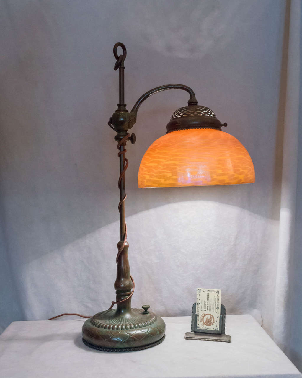 tiffany studios desk lamp with original glass shade for. Black Bedroom Furniture Sets. Home Design Ideas
