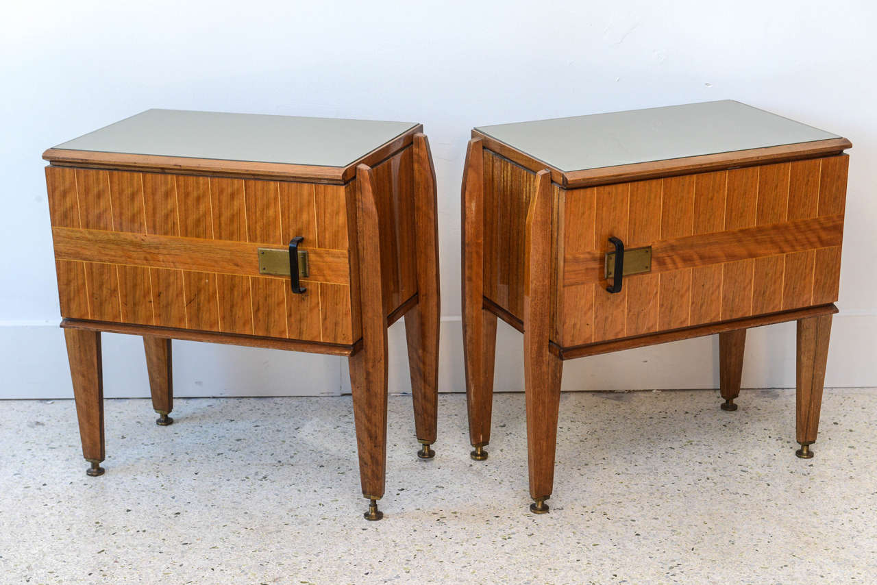 Mid-Century Modern Pair of Italian Modern Inlaid Mixed Wood and Bronze Night Tables, Dassi For Sale