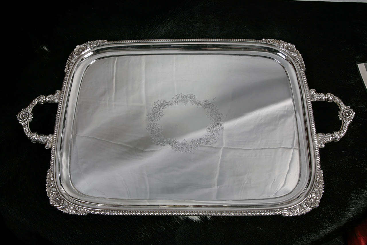 Silver plate server, circa 1910 with leaf detail in the middle, and decorative pattern on corners and handles. By Walker & Hall.