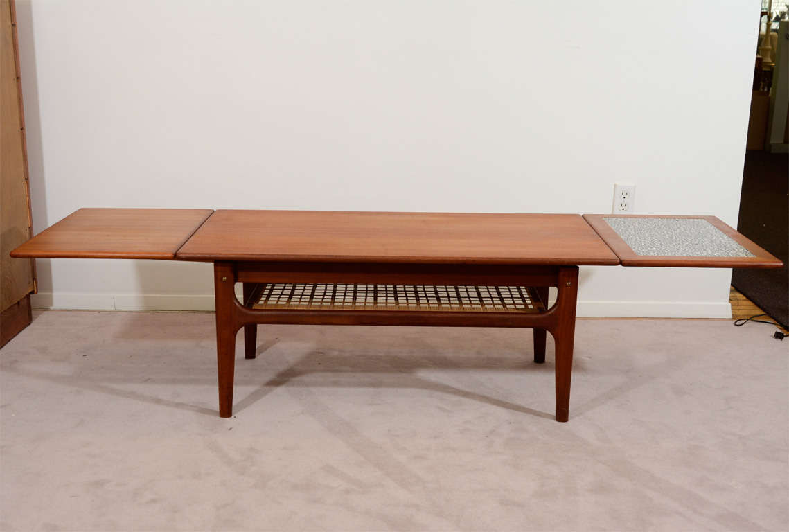 Mid Century Danish Modern Extending Coffee Or Cocktail Table At 1stdibs