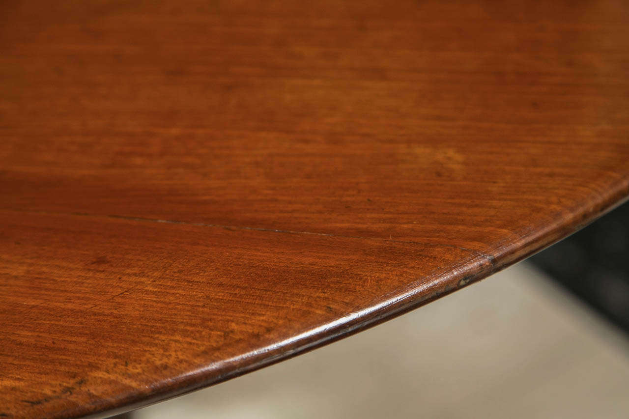English Mahogany Tilt-Top Table In Excellent Condition For Sale In Woodbury, CT