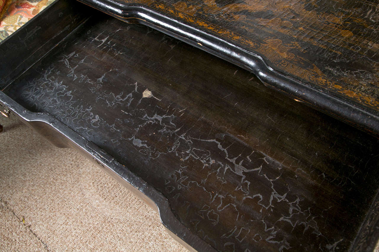 18th-19th Century Chinese Export Chinoiserie Lacquer Decorated Knee Hole Desk For Sale 6