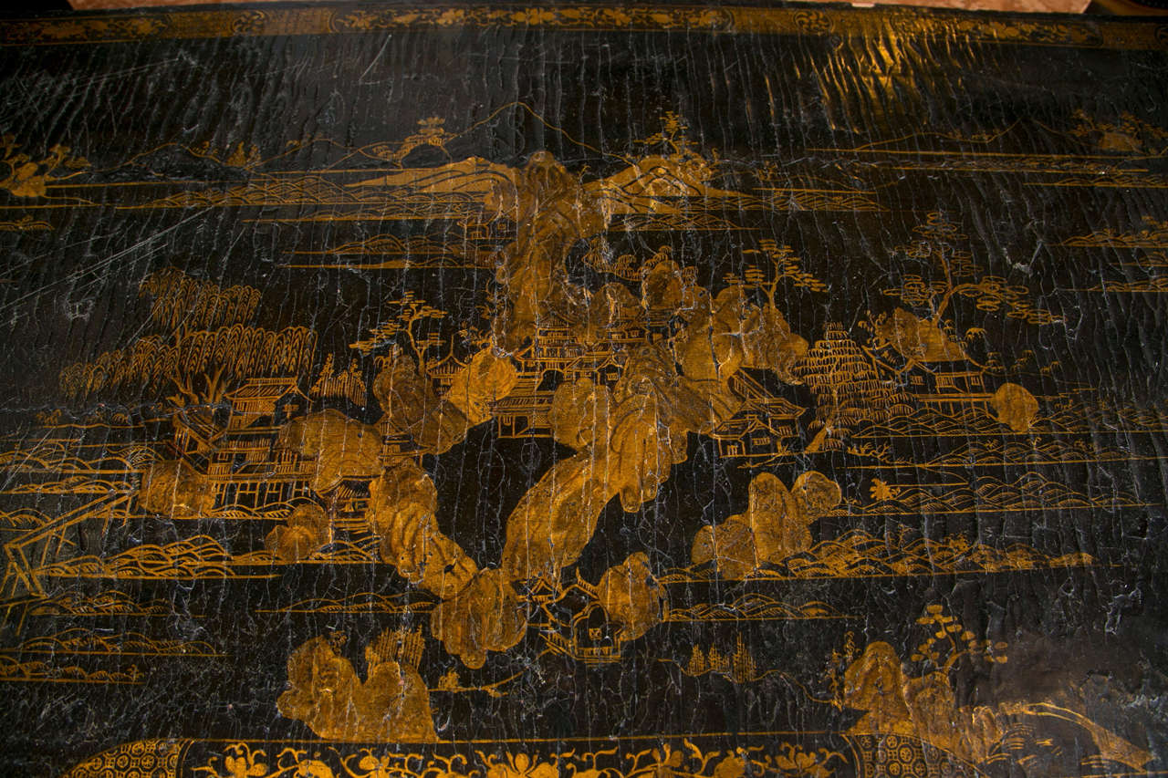 18th-19th Century Chinese Export Chinoiserie Lacquer Decorated Knee Hole Desk For Sale 7