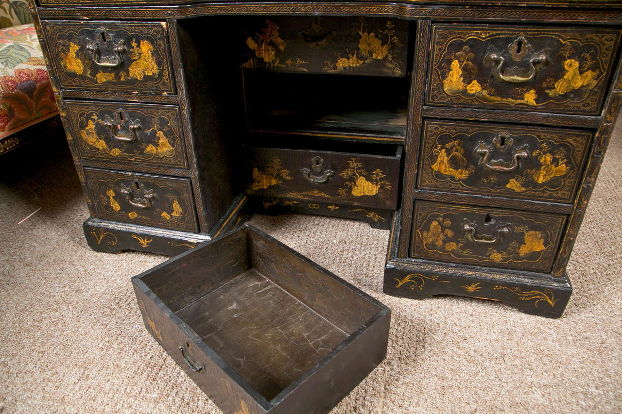 18th-19th Century Chinese Export Chinoiserie Lacquer Decorated Knee Hole Desk For Sale 8