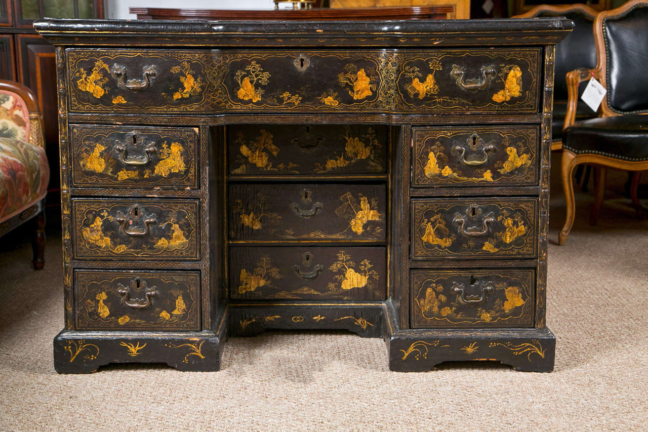 18th-19th Century Chinese Export Chinoiserie Lacquer Decorated Knee Hole Desk For Sale 9