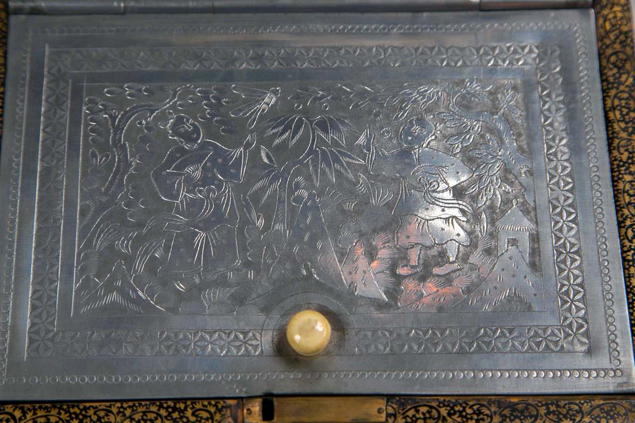 19th Century Chinoiserie Antique Humidor Jewelry Box For Sale 3