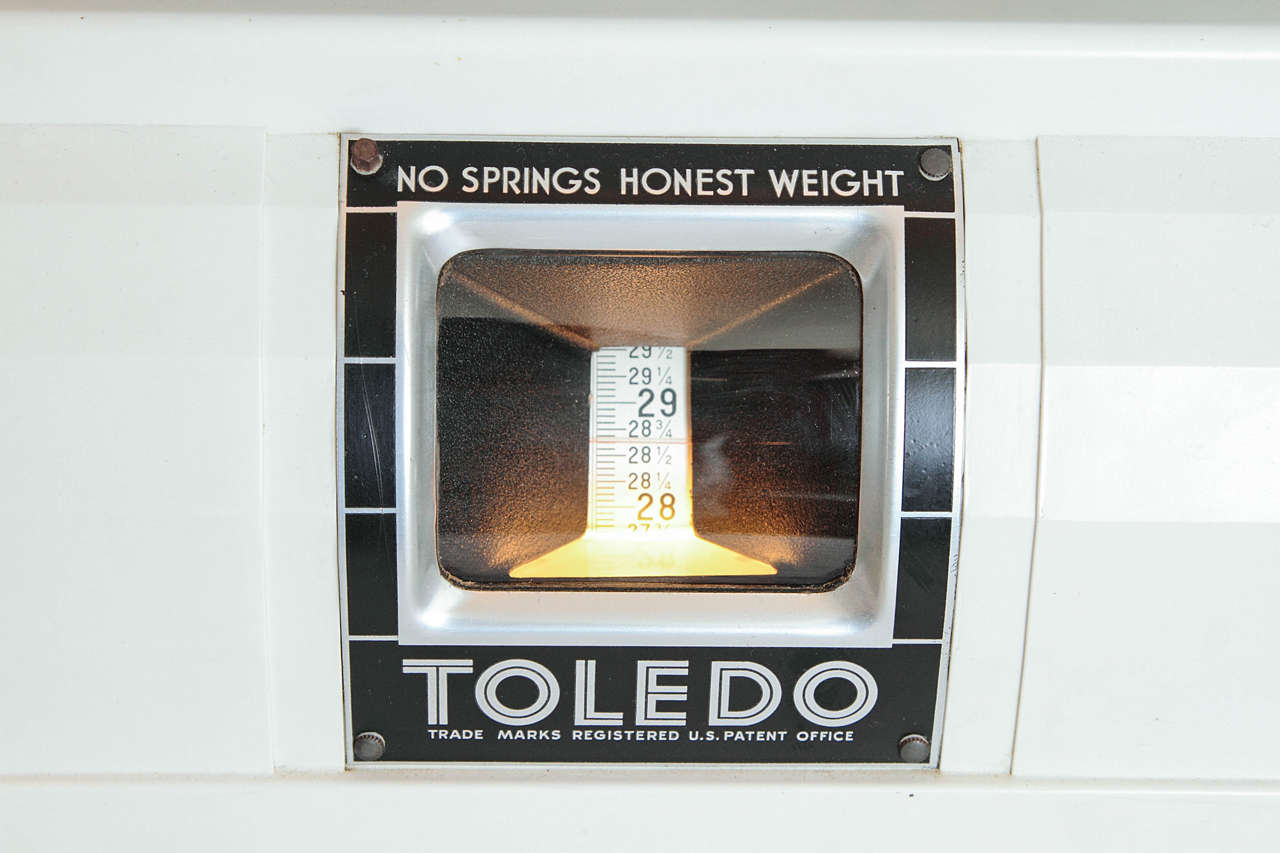 Near Mint Toledo Deco Scale By Van Doren And Rideout With Rare Plaskon Housing For Sale At 1stdibs