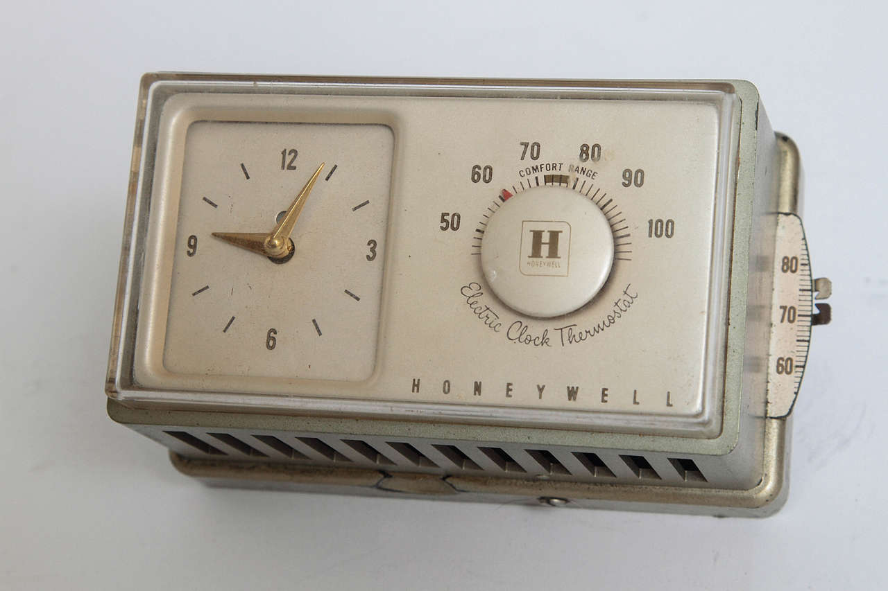 Machine Age Art Deco Industrial Design Patented Henry Dreyfuss Thermostats In Good Condition For Sale In Dallas, TX