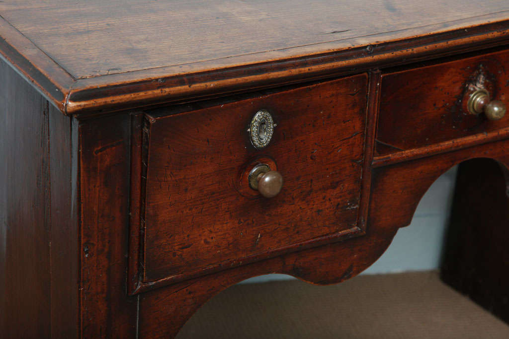 18th c. English Solid-Side Fruitwood Lowboy For Sale 1