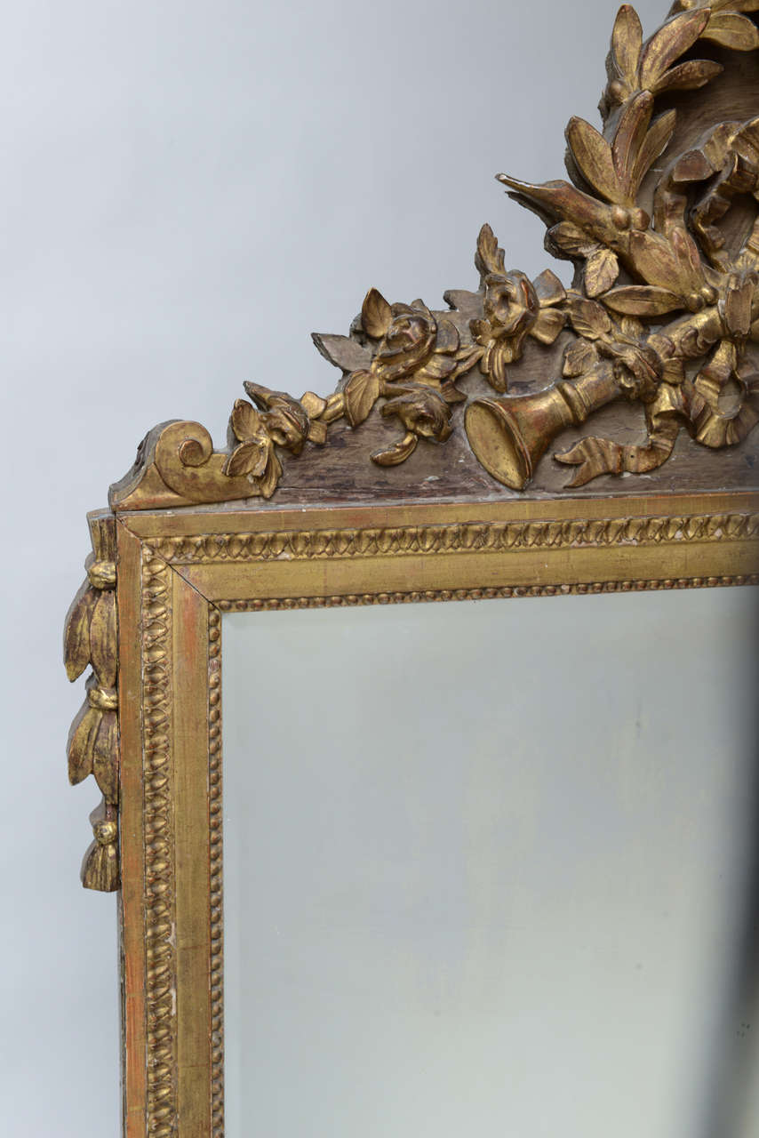 18th Century and Earlier Louis XVI Neoclassical Giltwood Mirror For Sale