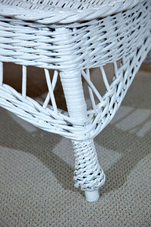 Antique wicker chaise longue at 1stdibs for Cane chaise longue
