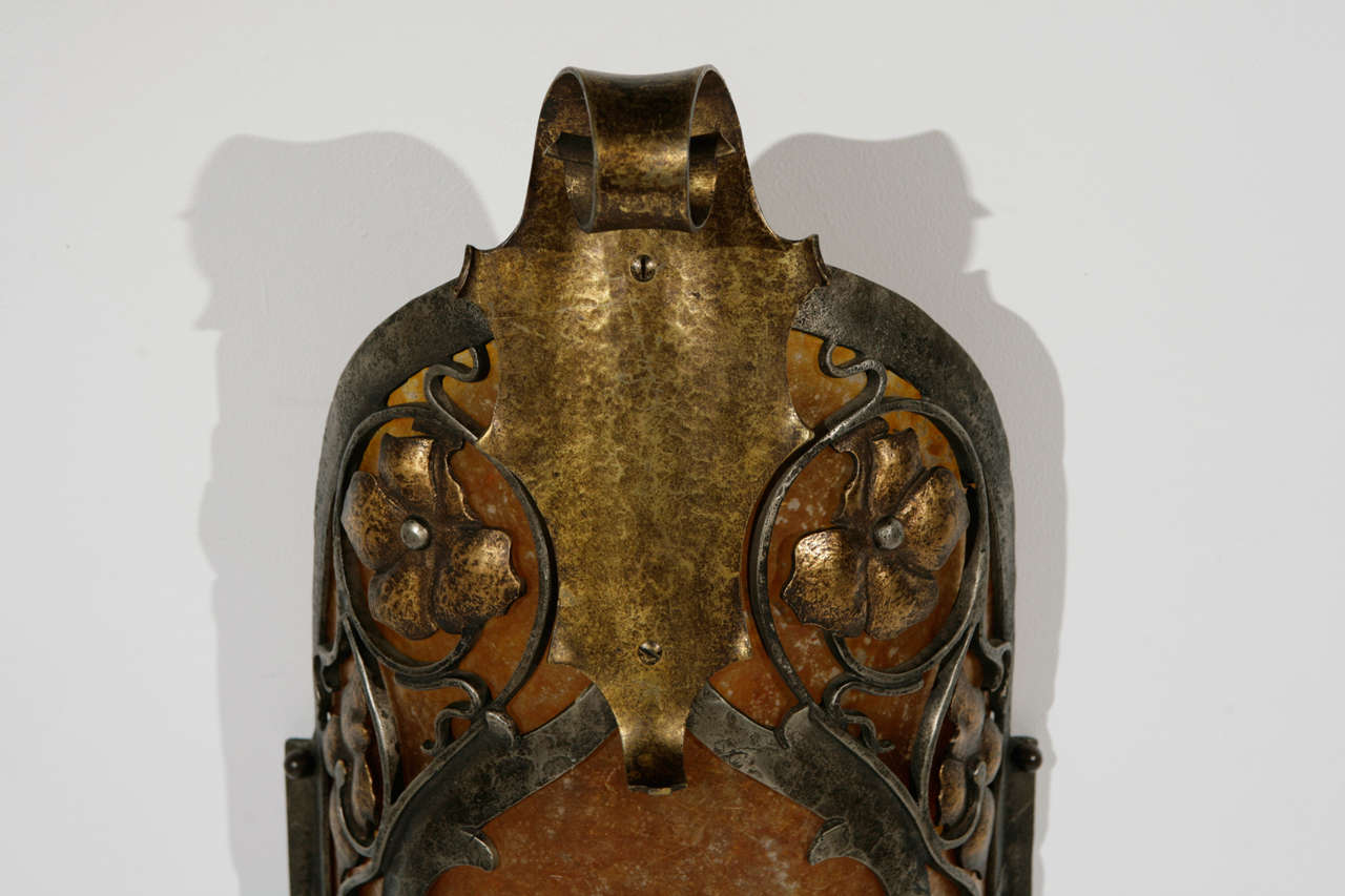Cast Brass Sconce In Excellent Condition For Sale In Los Angeles, CA