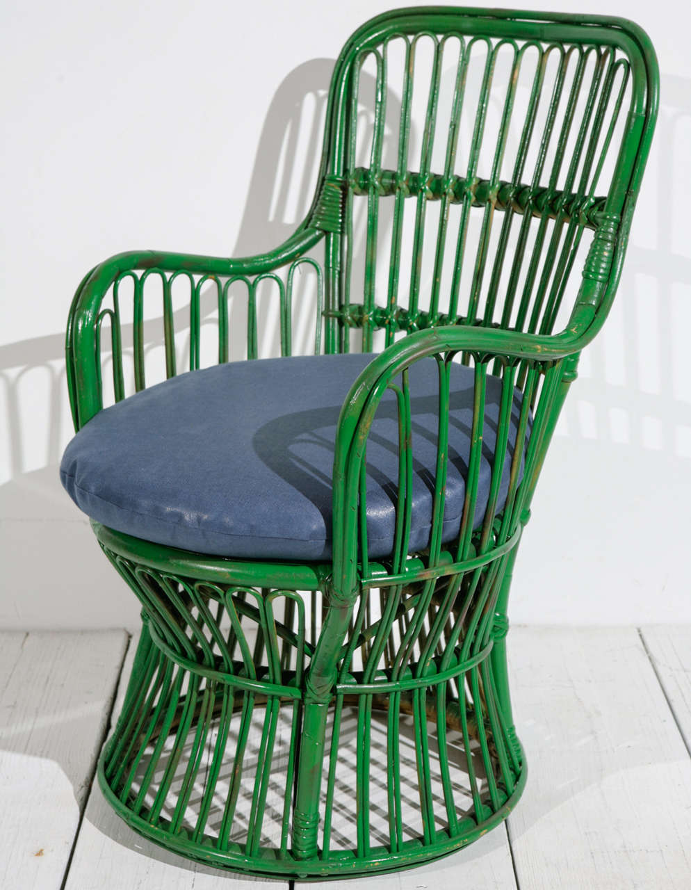 Green Wicker Armchair in the style of Gio Ponti and Lio Carminati | Small In Good Condition In Los Angeles, CA