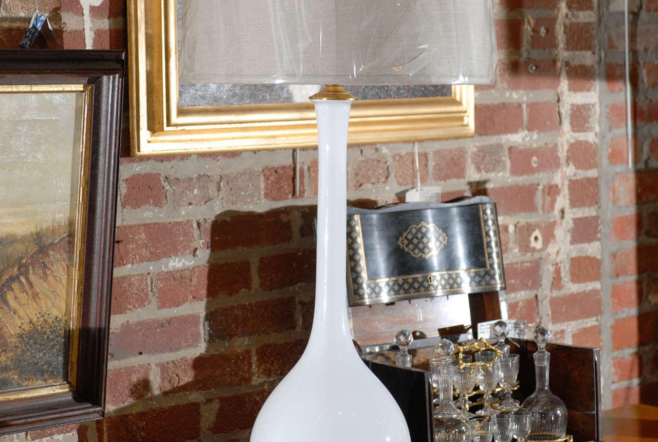 Midcentury Murano White Glass Lamp In Good Condition For Sale In Atlanta, GA