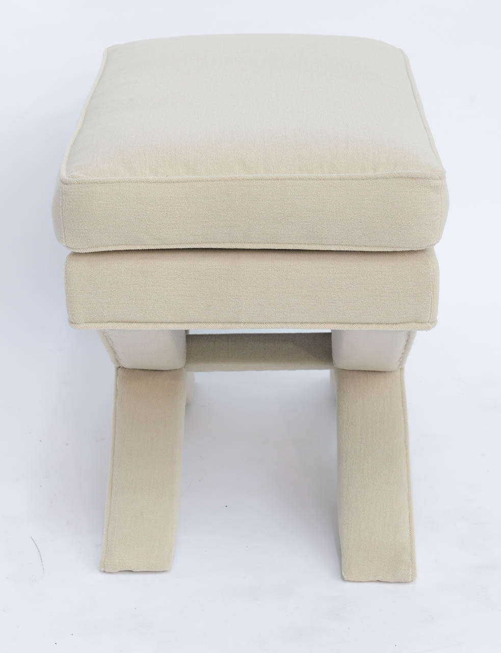Billy Baldwin Style Upholstered X-Bench In Excellent Condition For Sale In Miami, FL