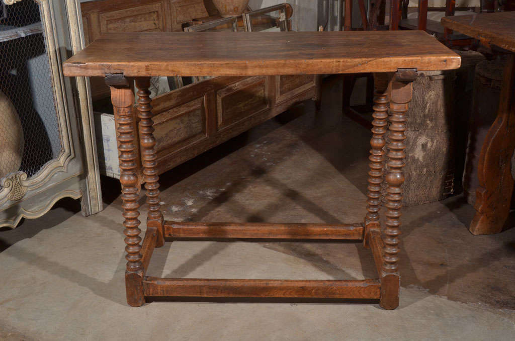 18th Century Spanish Walnut Table In Excellent Condition For Sale In Houston, TX