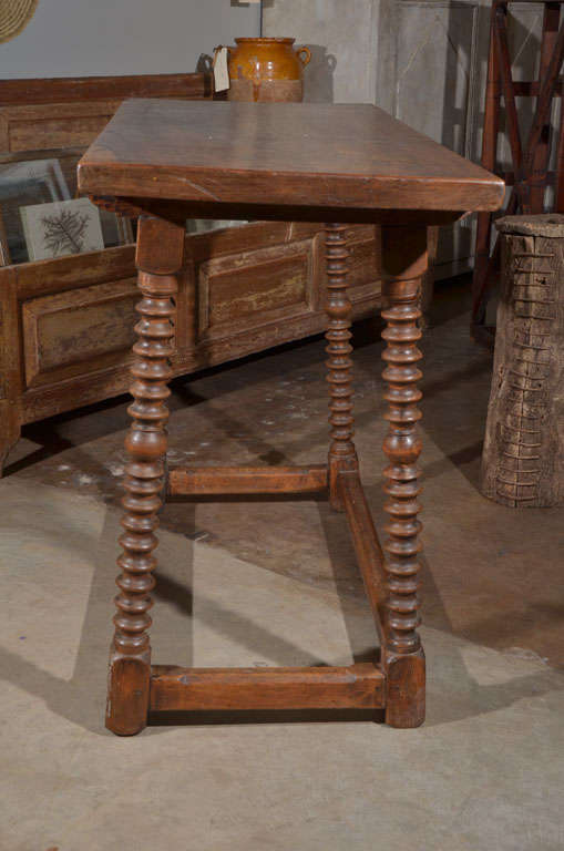 18th Century Spanish Walnut Table For Sale 1