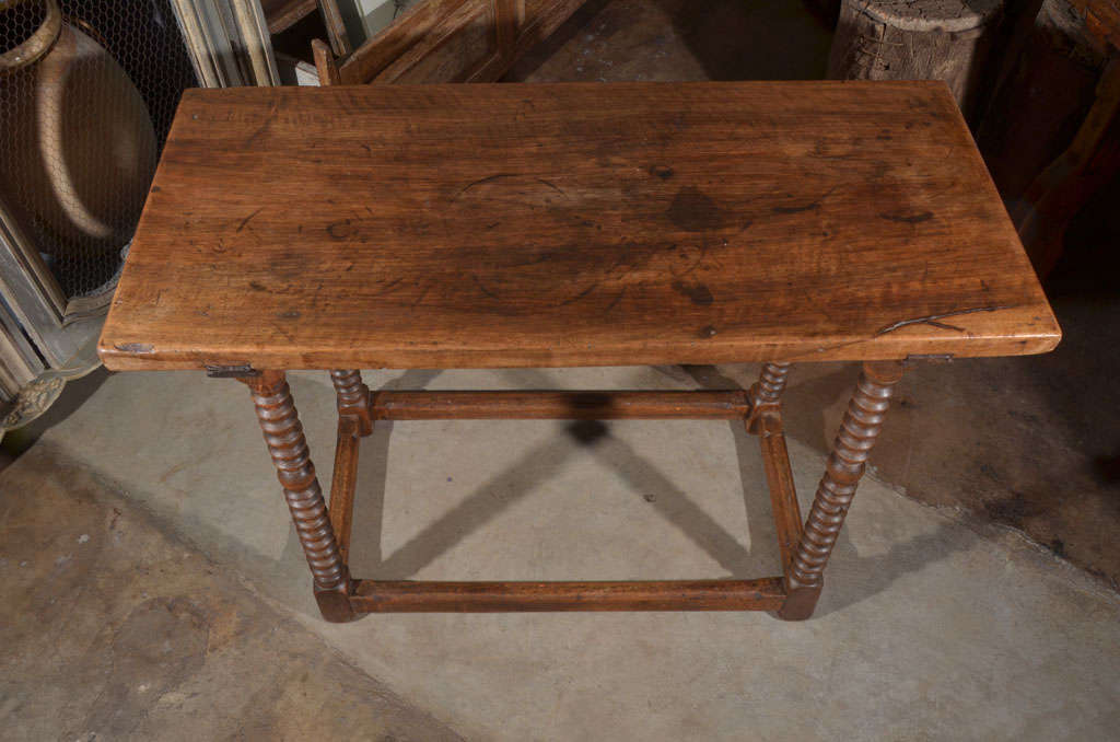 18th Century Spanish Walnut Table For Sale 2