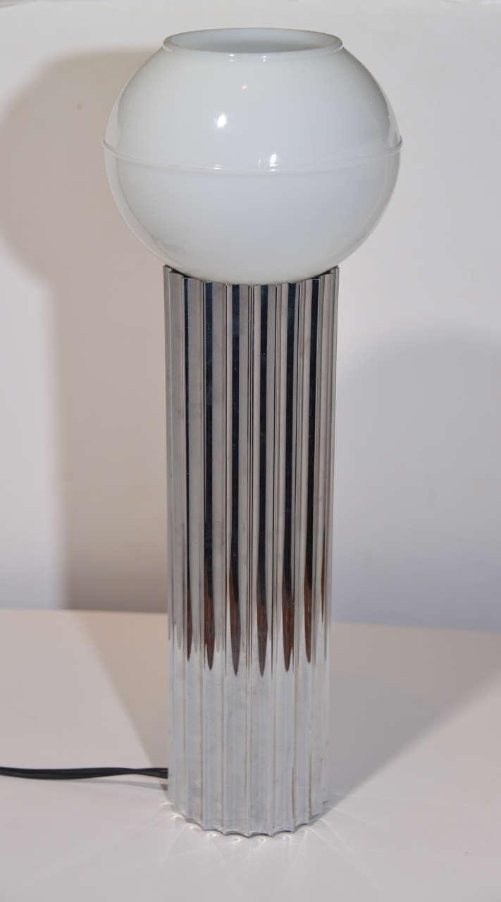 American Machine Age Art Deco Pair Von Nessen, Nessen Studio Fluted Chrome Table Lamps For Sale