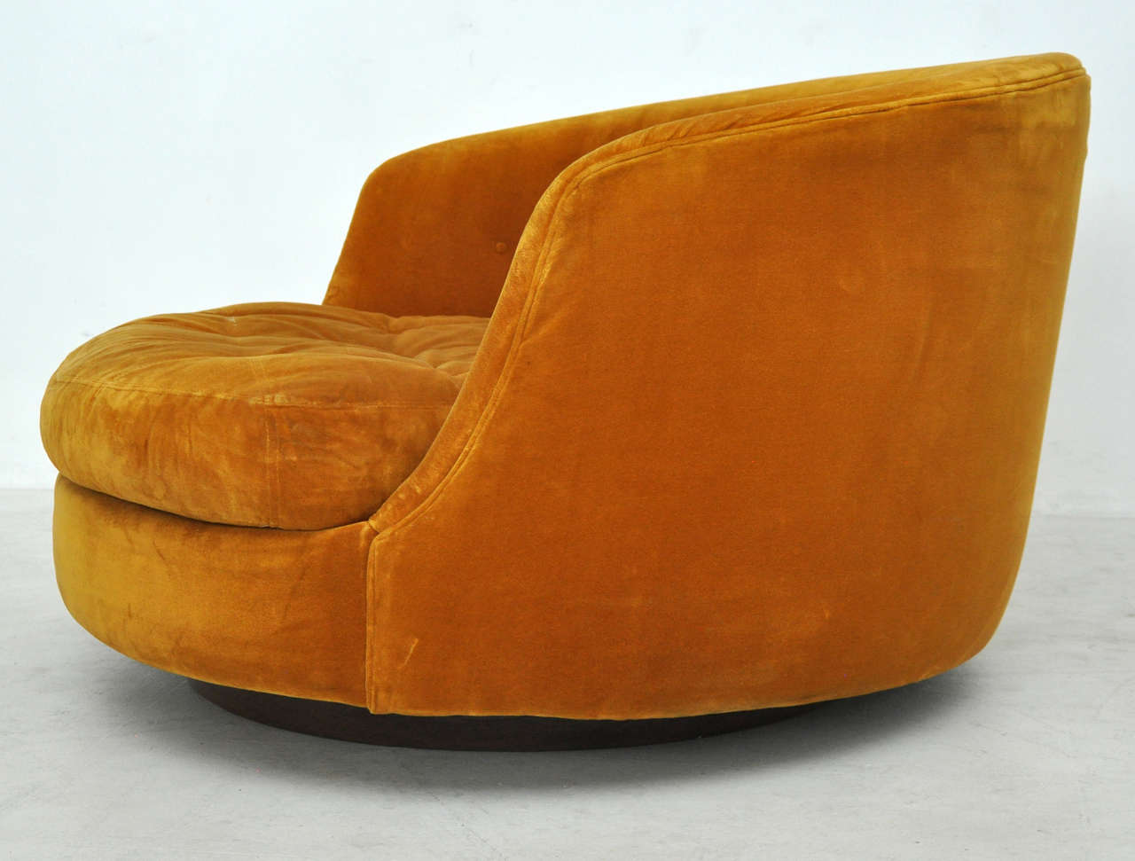 Milo Baughman Large Swivel Chair In Good Condition For Sale In Chicago, IL