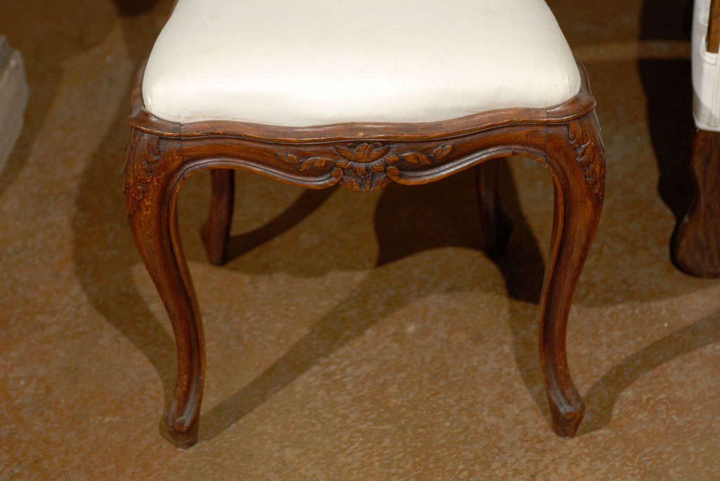 Set of Six French Louis XV Style 19th Century Walnut Dining Room Side Chairs For Sale 5