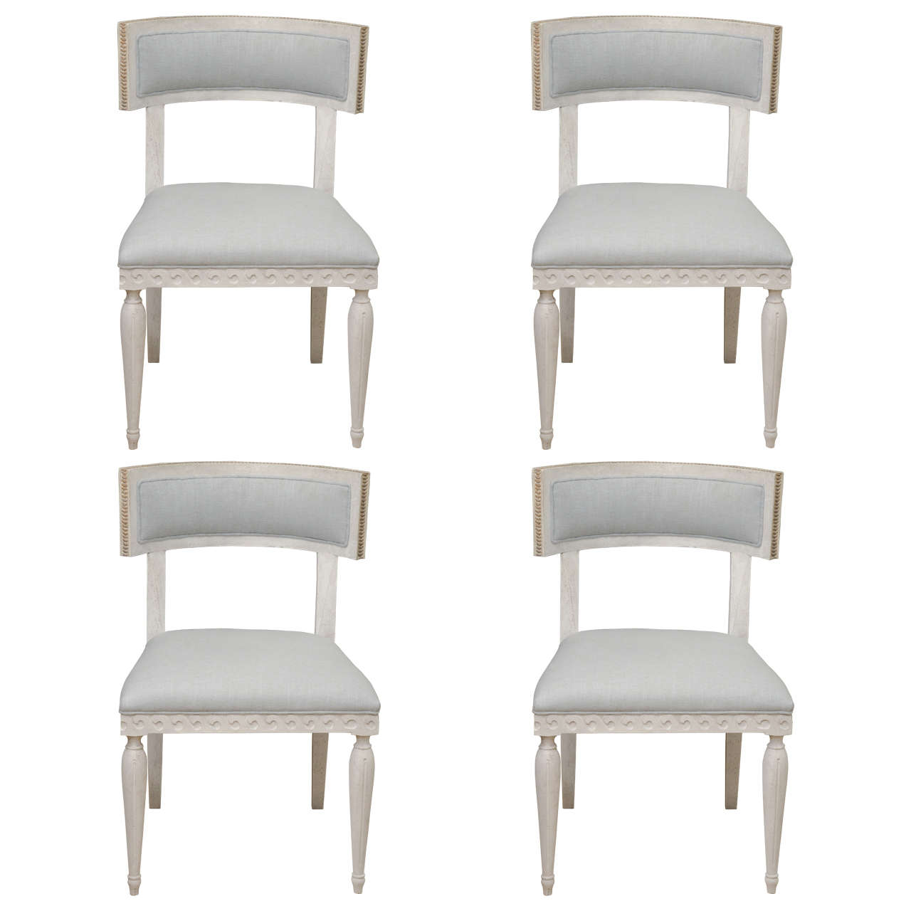 Set of 4 Chalk White Round Back Dining Chairs For Sale at 1stdibs