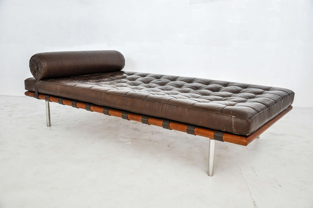 Barcelona daybed mies van der rohe for knoll circa 1970s for Chaise barcelona knoll prix