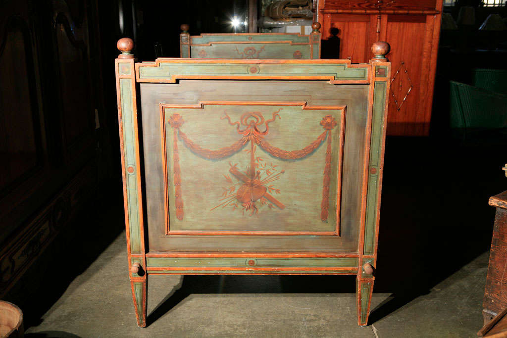 Venetian Painted Day Bed For Sale 1