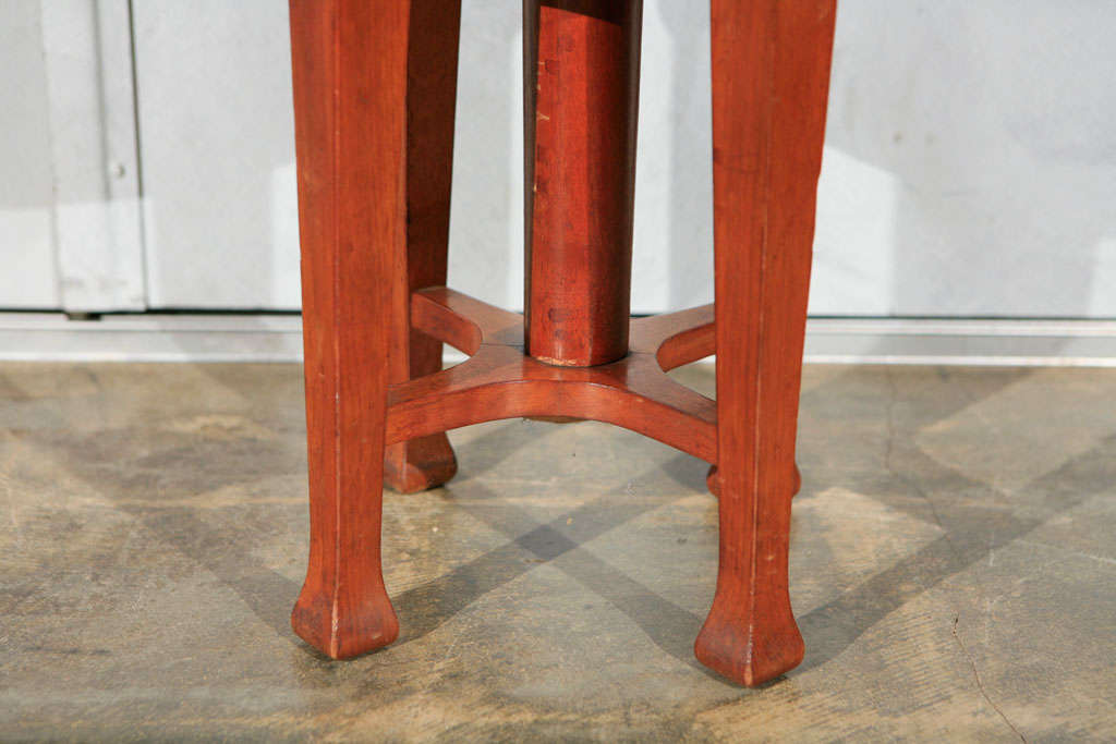 Deco Stool with Adjustable Seat 4