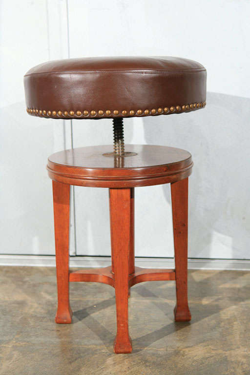 Deco Stool with Adjustable Seat 7