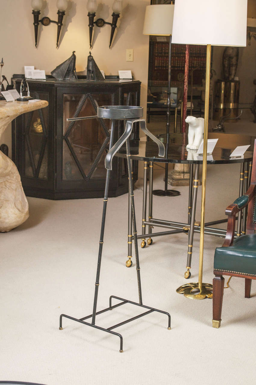 jacques adnet unique leather covered valet de nuit for sale at 1stdibs. Black Bedroom Furniture Sets. Home Design Ideas