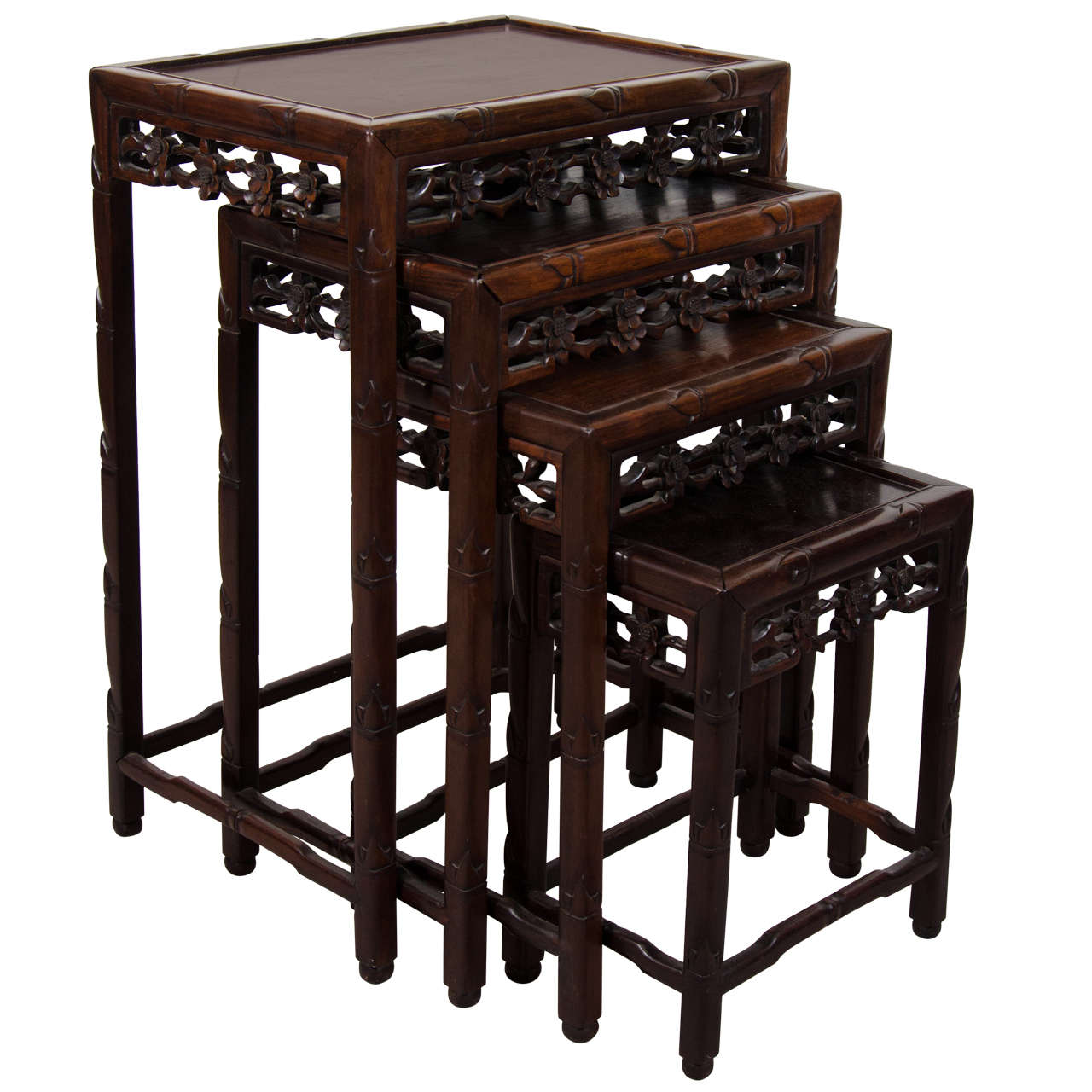 Beau Early 20th Century Set Of Chinese Rosewood Nesting Tables For Sale