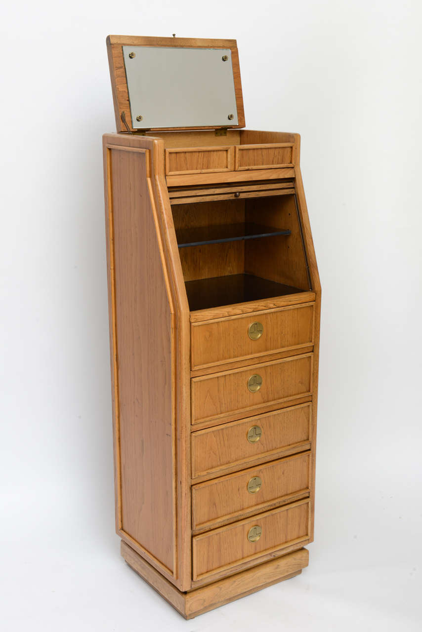 Campaign Style Tall Slender Dresser Valet by American of Martinsville In Excellent Condition For Sale In Miami, FL
