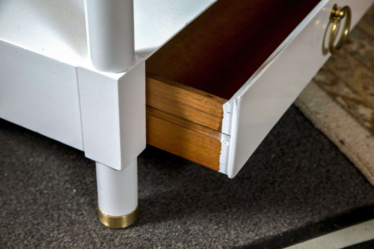 Pair of Baker White Lacquered End Tables In Good Condition For Sale In Stamford, CT