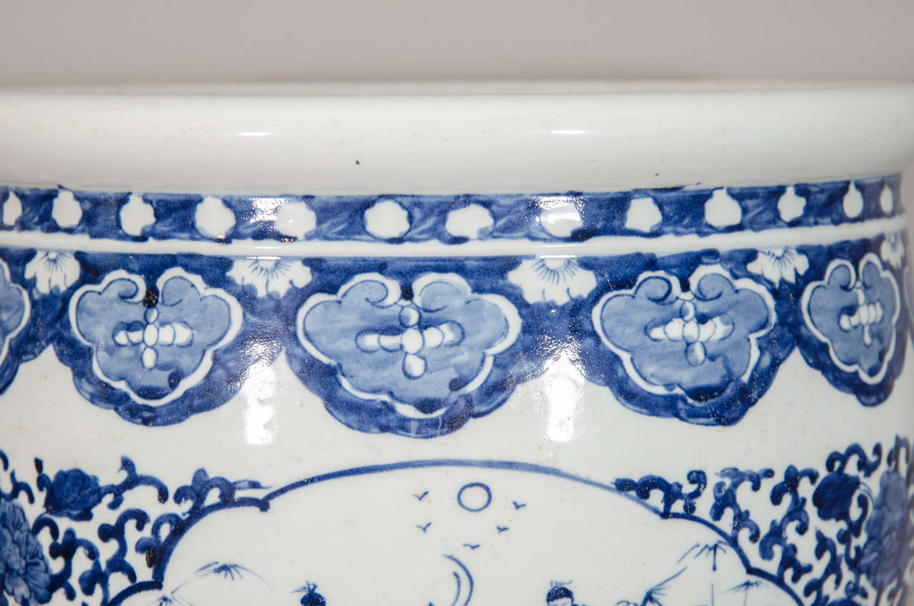 Late 19th Century Pair of Chinese Blue and White Porcelain Fish Bowl Planters For Sale