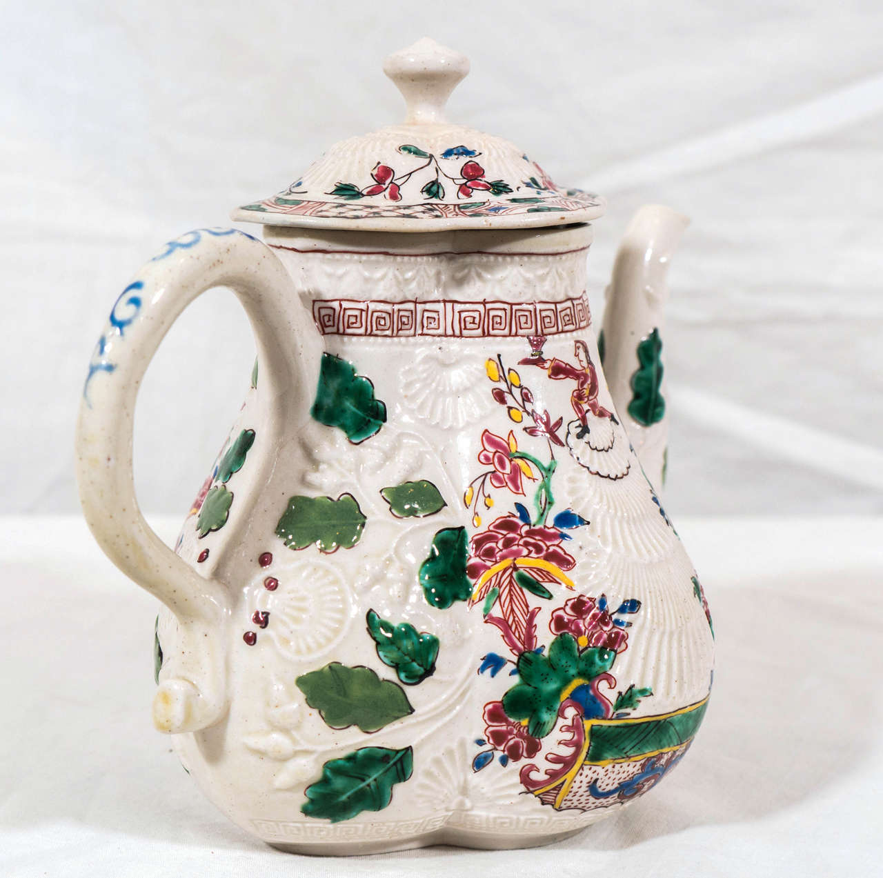 Salt-Glazed Teapot with Secret Scottish Jacobite Symbolism  In Excellent Condition For Sale In New York, NY