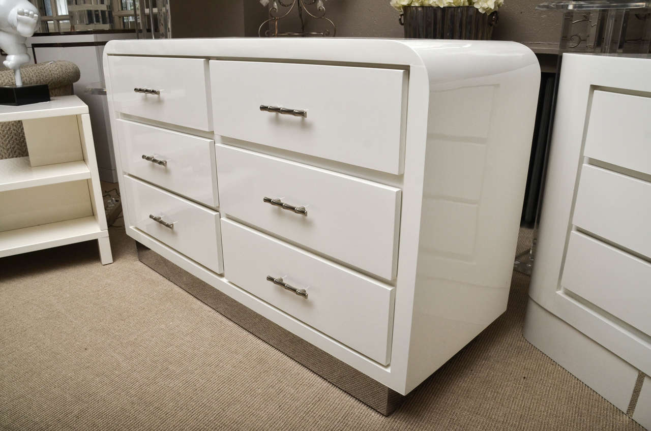 mid century six drawer white lacquer commode at 1stdibs. Black Bedroom Furniture Sets. Home Design Ideas