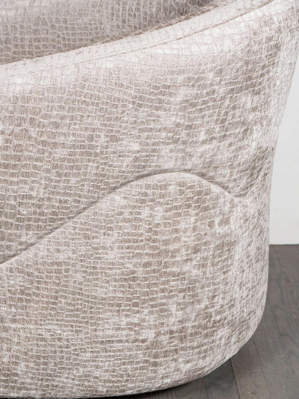 Late 20th Century Mid-Century Modernist Swivel Chair by Milo Baughman in Crocodile Velvet For Sale