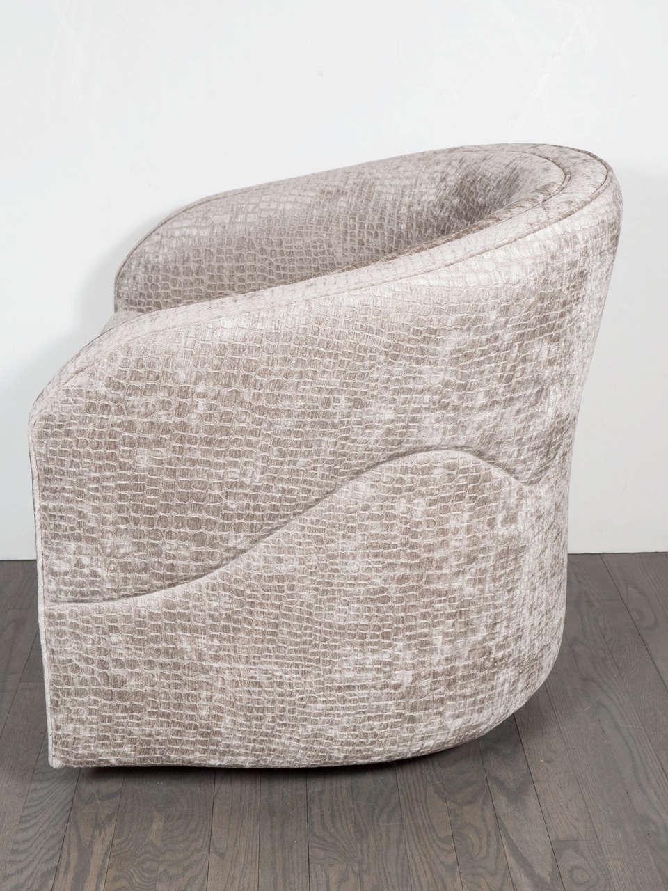 Mid-Century Modernist Swivel Chair by Milo Baughman in Crocodile Velvet For Sale 1